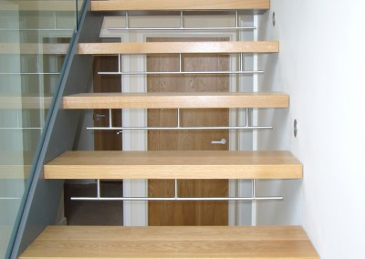 Contemporary oak floating staircase